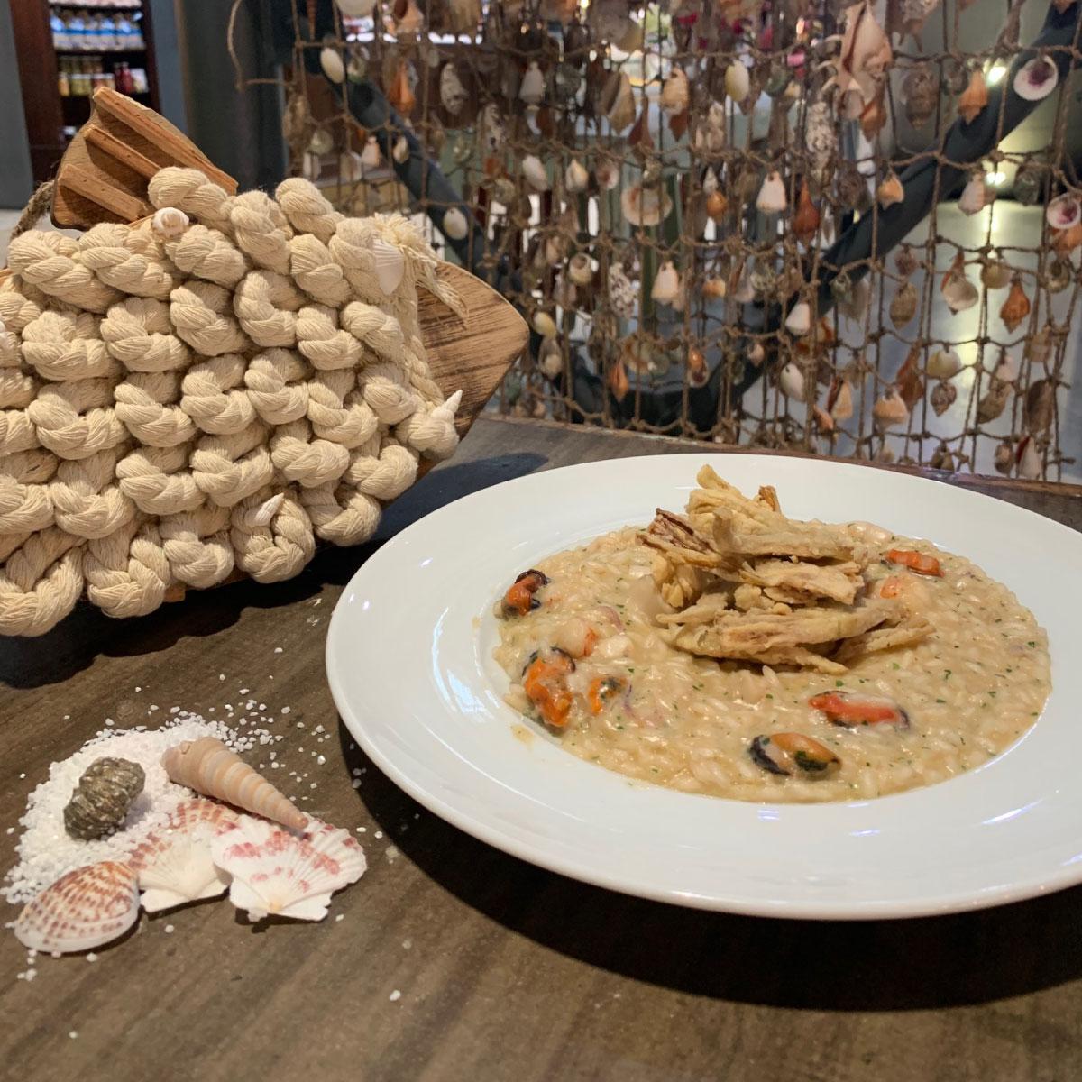 Risotto di pesce misto dell'Adriatico e carciofi croccanti